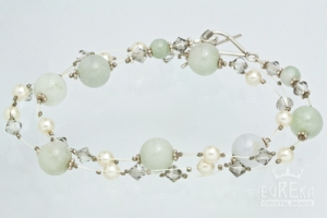 Pearl and crystal bracelet - perfect wedding style DIY!