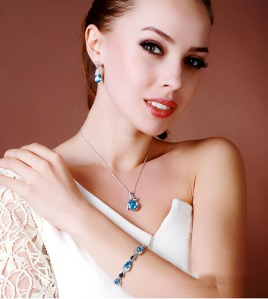 sparkling-sky-blue-crystal-fashion-pendant-necklace